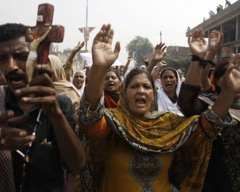 pakistan-teror-saldirisinin-dusundurdukleri