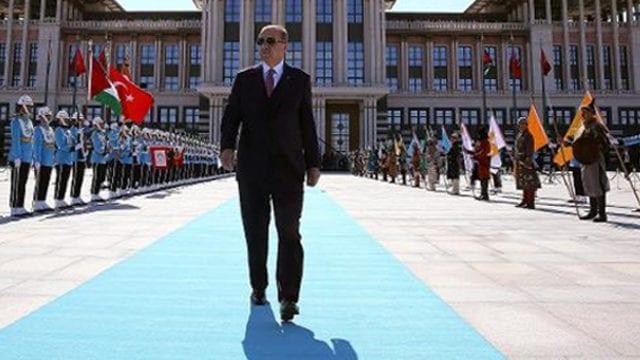 turkiyede-gelenek-donusum-ve-politika